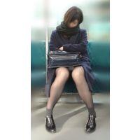 電車内のモデル風極上美女の無防備黒スト美脚(其の七)