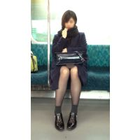 電車内のモデル風極上美女の無防備黒スト美脚(其の三)