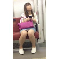 電車内のデニミニ美女の対面撮影(其の二)
