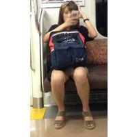 電車内の健康的な生脚をさらけ出した可愛い女子大生(中編)