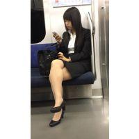 就活中のリクルートスーツ姿で脚を組む美人女子大生(其の五)