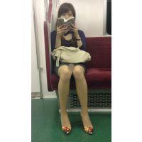 電車内の美人OLの綺麗すぎる無防備美脚(其の二)