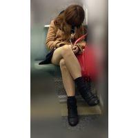 電車内のエロい脚をさらけ出しながら爆睡するギャル風JD(其の六)