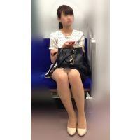【セット販売】電車内の仕事疲れで爆睡し脚のガードが緩くなったミニスカ美人OL
