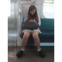 電車内のゆるふわ系女子大生