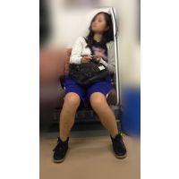 電車内の健康的美脚をさらけ出す部活帰りの女子マネージャー(其の二)