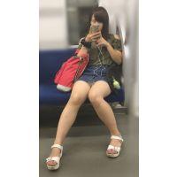 電車内の無防備なナマ脚が剥き出しのスケベ女子大生(其の四)