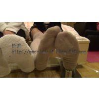 2人組のメイドさん 足の接写 (動画)