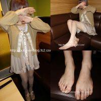 【画像+素足動画】19歳のパンストと靴下の重ね履き!素足!パンチラ♪