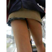 ■女子高生■制服ローアングルパンチラ01