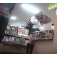 【放課後の美少女JK】スレンダー美女の股間が・・・