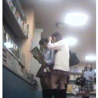 【紀○國屋で美女JK】あの子の脚を舐めまわすように・・・