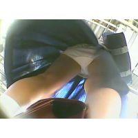 風でスカートがなびいて丸見えw女の子【パンチラ動画】yunker 01 04 05とたぬぽん 01セット販売