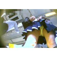 電車の中でスカートを短くする女の子を前から頂きます【パンチラ動画】yunker 01〜03と05セット販売
