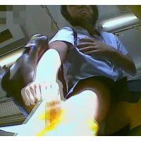 電車の中でスカートを短くする幼い学生を前から頂きます【パンチラ動画】yunker 03と02セット販売
