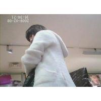 黒髪女の子私服姿白のミニスカ可愛いパンチュ【パンチラ動画】034