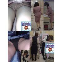 パンチラお仕事中の店員逆さ撮りテカテカ水色パンツ モンチャック 01