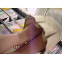 【ロリ動画】幼い私服姿の女の子立ち読み中を逆さ撮り可愛いパンチュ rere 02と10セット販売