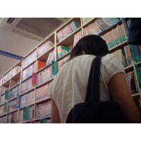 【ロリ動画】私服姿の女の子立ち読み中を逆さ撮り rere 3作品セット販売 01 12 13