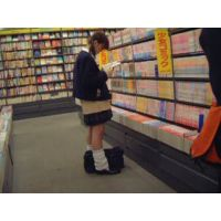 逆さ撮り星柄のパンチュ幼い学生ルーズソックス【ロリ動画】rere 14と12セット販売