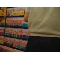 逆さ撮り食い込みパンチュ少女コミックを読む幼い学生【ロリ動画】rere 13と06セット販売