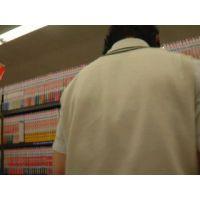 逆さ撮り食い込みパンチュコミックを読む学生【動画】rere 13