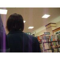 【ロリ動画】書店で女子校生を逆さ撮り可愛いパンチュ rere 04と12セット販売