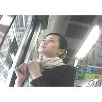 電車内の様子【動画】リクルートスーツの女子大生 顔と全身編