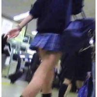 通学中の激ミニ制服女の子を追跡し後ろから頂く【パンチラ動画】SPY 02〜07セット販売