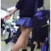 通学中の激ミニ制服女の子を追跡し後ろから頂く【パンチラ動画】SPY 07と08セット販売