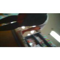 ハイソックスにスカート本を読んでいる所を【パンチラ動画】mmm 02