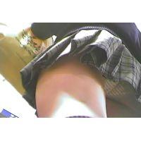 横縞のパンチュ激ミニ制服ハイソックス【パンチラ動画】ライアン 01