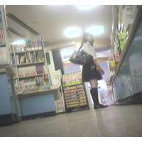 女子校生を逆さ撮り書店で本を読んでいる所を【パンチラ動画】花色木綿 05と08セット販売