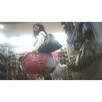 重ね履きでパミパンしまくり!お買い物中の幼い学生【パンチラ動画】花色木綿 10と08セット販売