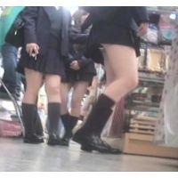 女子校生がぞろぞろとお買い物ハミパンしまくりw【パンチラ動画】花色木綿 18と01セット販売