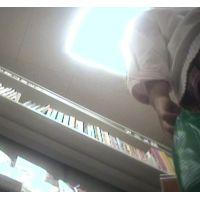 派手なパンチュ!幼い学生2人組雑誌を立ち読み中を【パンチラ動画】花色木綿 13(12の続きです)と06セット販売