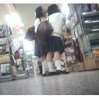 ランドセルを卒業したばかりの女の子2人組がお買い物【パンチラ動画】花色木綿 17と04セット販売