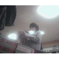 書店をブラブラする激ミニ女子校生雑誌を立ち読み中を頂きます【パンチラ動画】花色木綿 14と05セット販売
