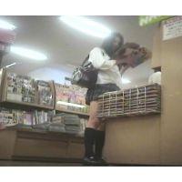 激ミニ幼い学生立ち読み中を逆さ撮り【パンチラ動画】花色木綿 07と01〜03セット販売