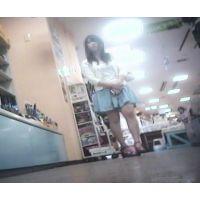 立ち読み中を逆さ撮り私服姿の女の子【パンチラ動画】花色木綿 16と15セット販売
