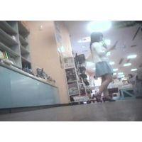 立ち読み中を逆さ撮り私服姿の幼い学生【パンチラ動画】花色木綿 16と11セット販売