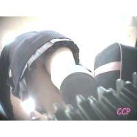 エスカレーターに乗り左脚を動かす女の子を逆さ撮り【動画】CCP 006
