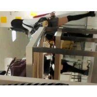 幼い学生を逆さ撮りピンクのパンチュ友達とお買い物【高画質動画】07と01セット販売