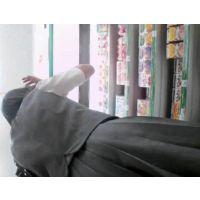 ロリ女の子を逆さ撮り食い込みにフル勃起!【高画質動画】05