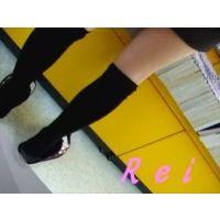 可愛いサンダルと可愛いパンチュ履いてます立ち読み中の幼い女の子を逆さ撮り【パンチラ動画】Rei 02〜08セット販売