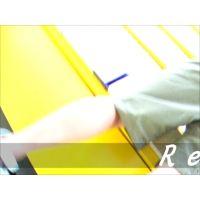 ハーフパンツの隙間から頂きますw立ち読み中女の子を逆さ撮り【パンチラ動画】Rei 07