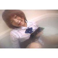 制服を着たままお風呂に入っちゃいました