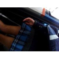 バスに乗る制服女子校生を逆さ撮り美味しそうなお尻【動画】島人 3作品セット販売 05 06 09