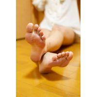 [足フェチ写真集] 綺麗なお姉さんの下着姿有りの生足写真集!「あき 28歳」2