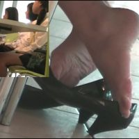 【HD動画】ランチ中OLの靴脱ぎ10